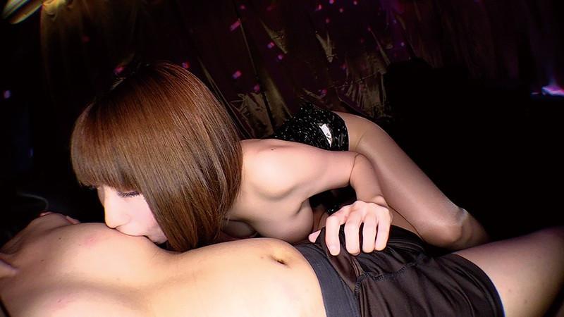 密着誘惑焦らしエロテクで勃起ち○ぽを暴発させちゃうドスケベ痴女 来まえび 画像4