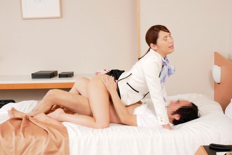 一般男女モニタリングAV 高級ホテルで働く美人ホテルウーマンが宿泊客の中年男性と勤務中に1発10万円の連続射精セックスに挑戦!接客のスペシャリストはマニュアルにはない突然の生ハメリクエストにも恥じらい笑顔でお客様が満足するまで何度も中出し!!4組合計16発8