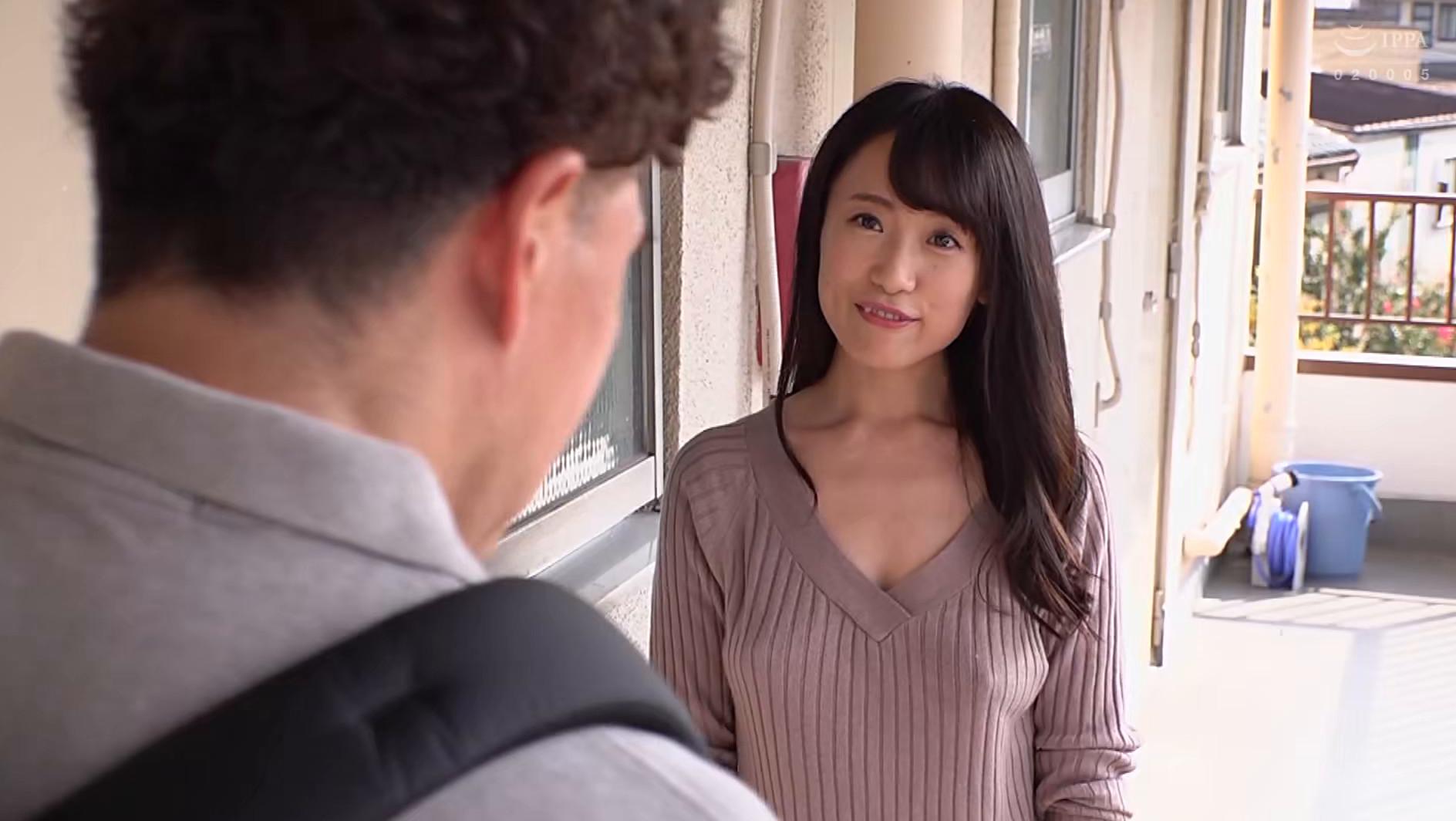 彼氏と喧嘩して部屋の外に閉め出された隣人の巨乳女の薄着姿があまりにもエロいので・・・ 画像14