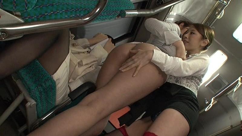 女が女を襲う!女監督ハルナの レズ痴漢バス case.03 北川エリカ 水野朝陽 画像5