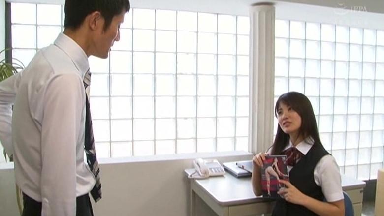 地味なオフィス事務員はM男殺しなペニバン痴女様でした。 水谷あおい 画像1