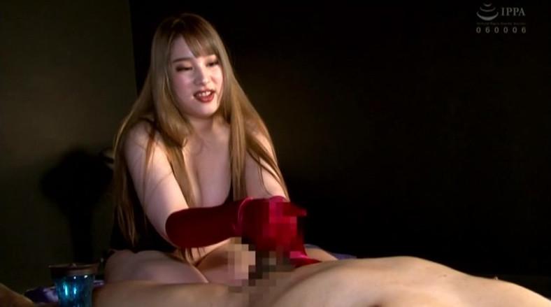 サテンに包まれてイッちゃいな。密着サテングローブ痴女手コキ 画像16