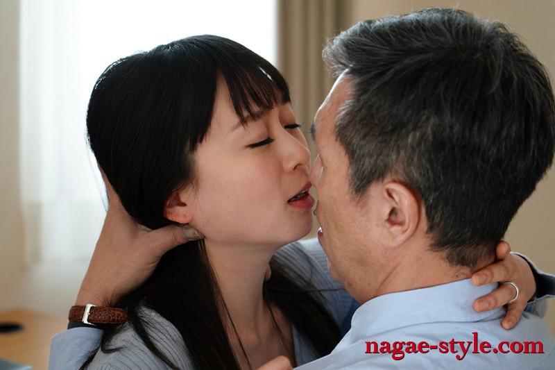 夫がいるときの昼下がり 背徳の接吻SEX 羽田希 画像17