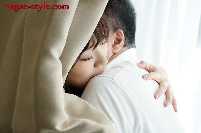 若い奥さんと冴えないオヤジの隙間なく愛し合う「中出しセックス」 ~隣の若妻と密かに結ばれた夢のような夏の思い出~ 小梅えな 画像8