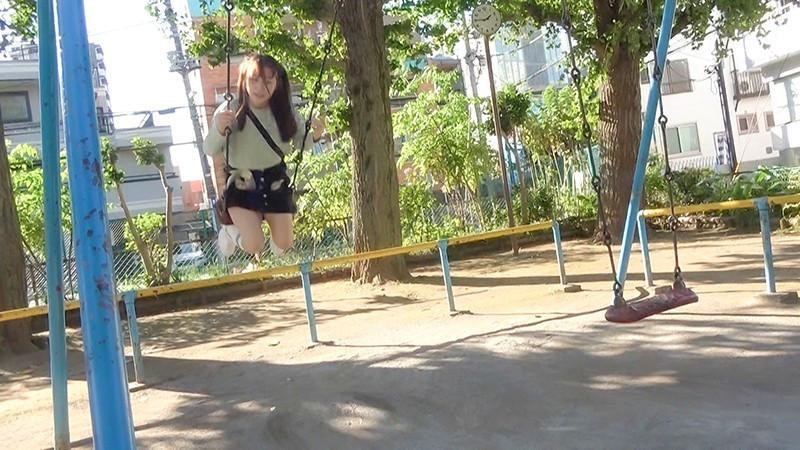 なかだC組 ひかりちゃん(18) ねぇ、おじさんと遊ばない? 近所の公園で出会った鬼ロ●中出しガール 希望光