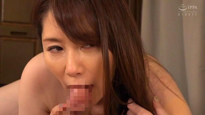 僕に勃起薬を●ませて巨尻で痴女るお母さん 翔田千里 画像13