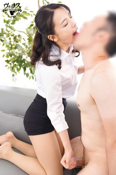 担任の私と男子生徒が涎を垂れ流し何度も夢中で舌を絡めるご両親不在のベロチュウ家庭訪問 向井藍 画像2