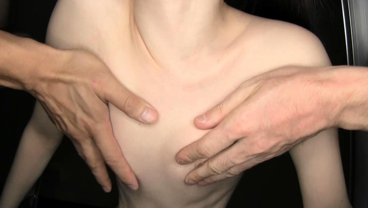 貧乳パイパン生中出し少女 琴音さら 首絞め首吊り失神悶絶SEX 画像11