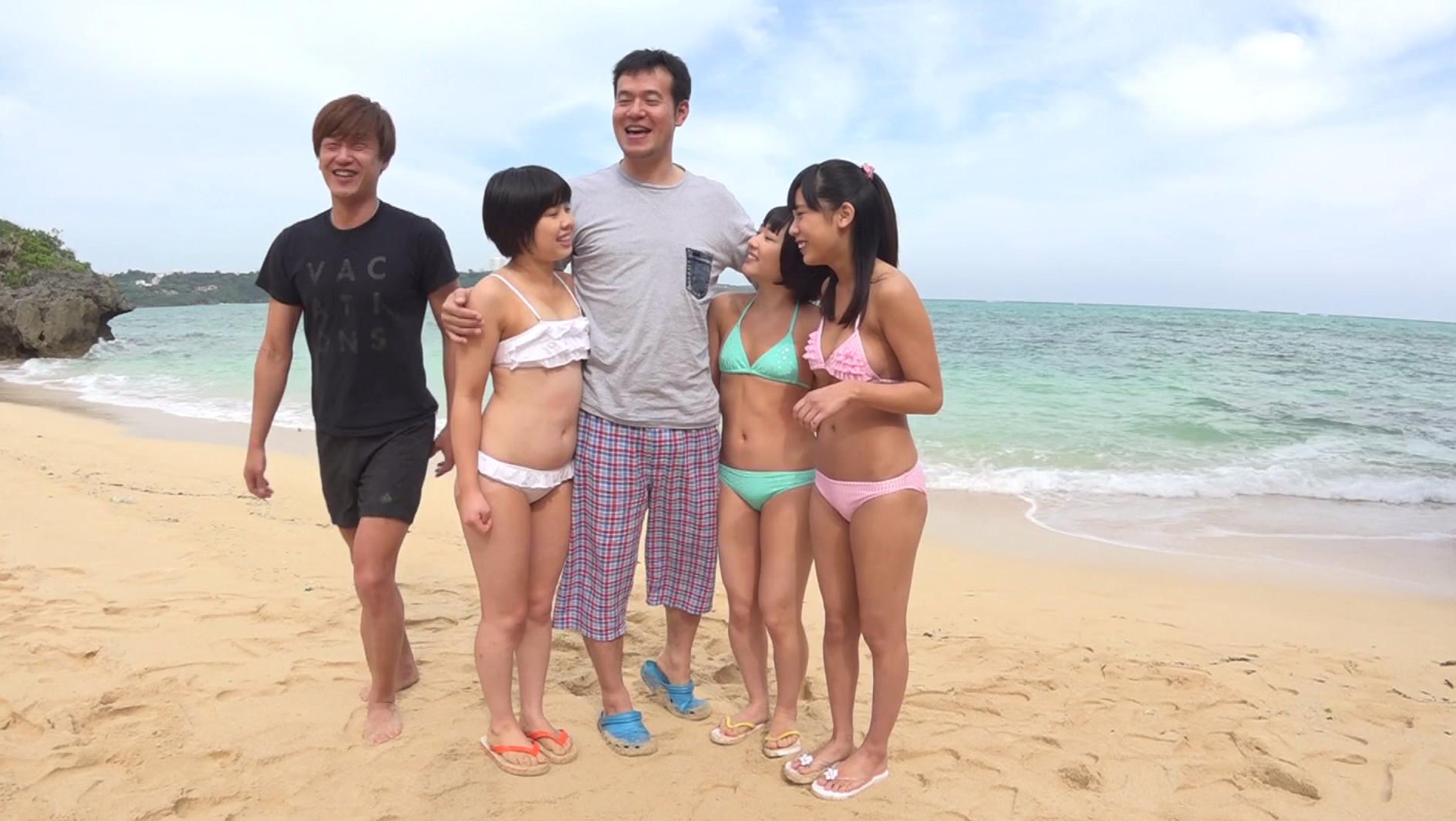 トリプル日焼けロリィちゃん 海辺で遊ぶパイパン娘をナンパして中出し乱交しちゃいました。,のサンプル画像2