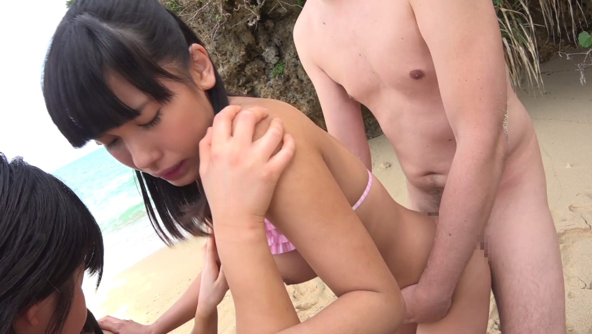 トリプル日焼けロリィちゃん 海辺で遊ぶパイパン娘をナンパして中出し乱交しちゃいました。,のサンプル画像14