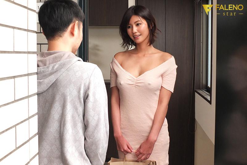 隣の神乳お姉さんは常にノーブラ透け乳首で、彼氏に隠れてこっそり僕を誘惑してくる 美乃すずめ,のサンプル画像3