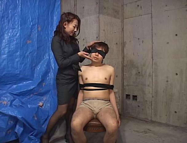 パワハラ美人上司の接吻手コキシゴき 画像12