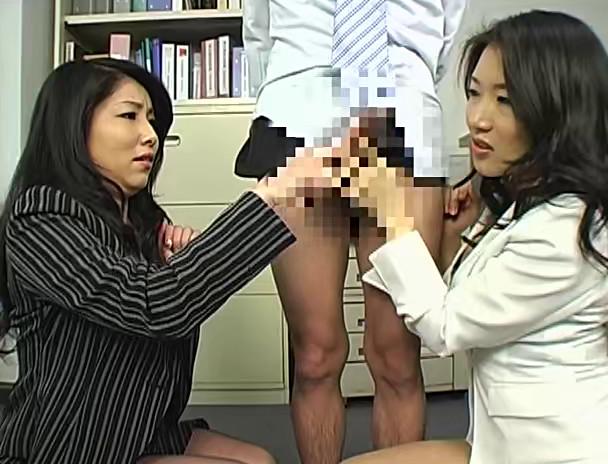 パワハラ美人上司の接吻手コキシゴき 画像18