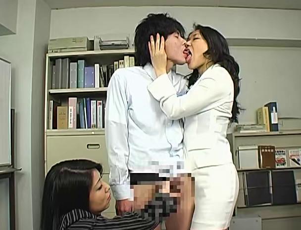 パワハラ美人上司の接吻手コキシゴき 画像21