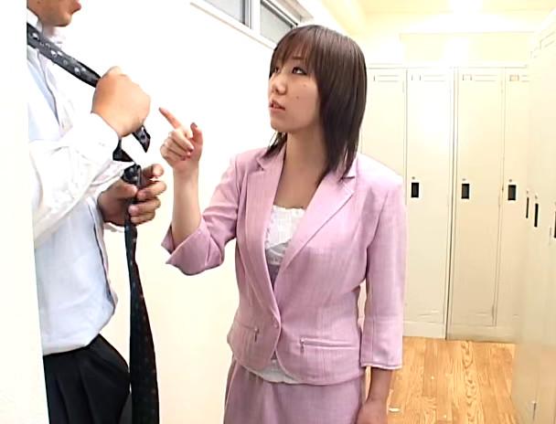 皆が居るのに無理やり手コキする女 画像7