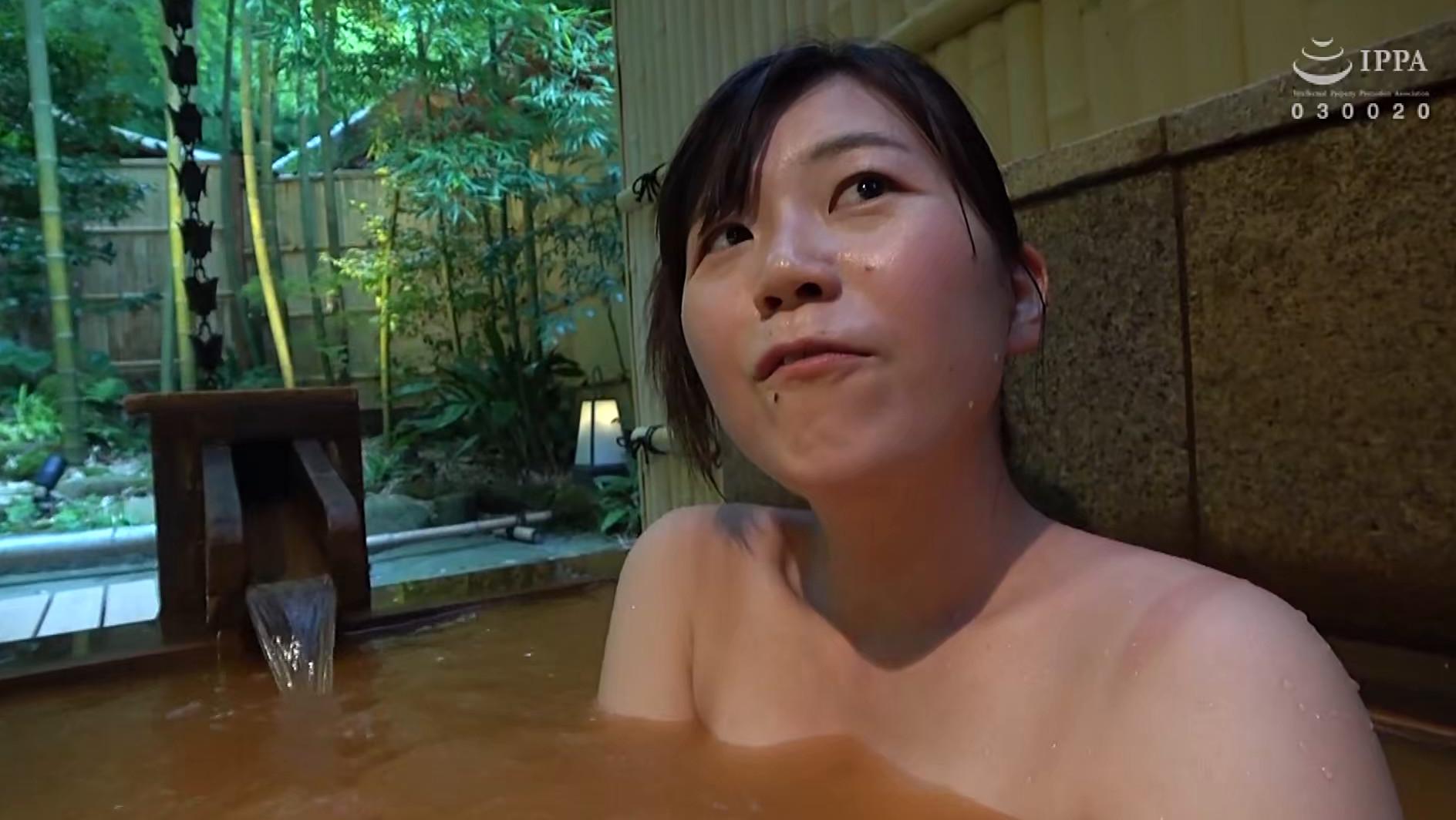 人妻湯恋旅行138,のサンプル画像13