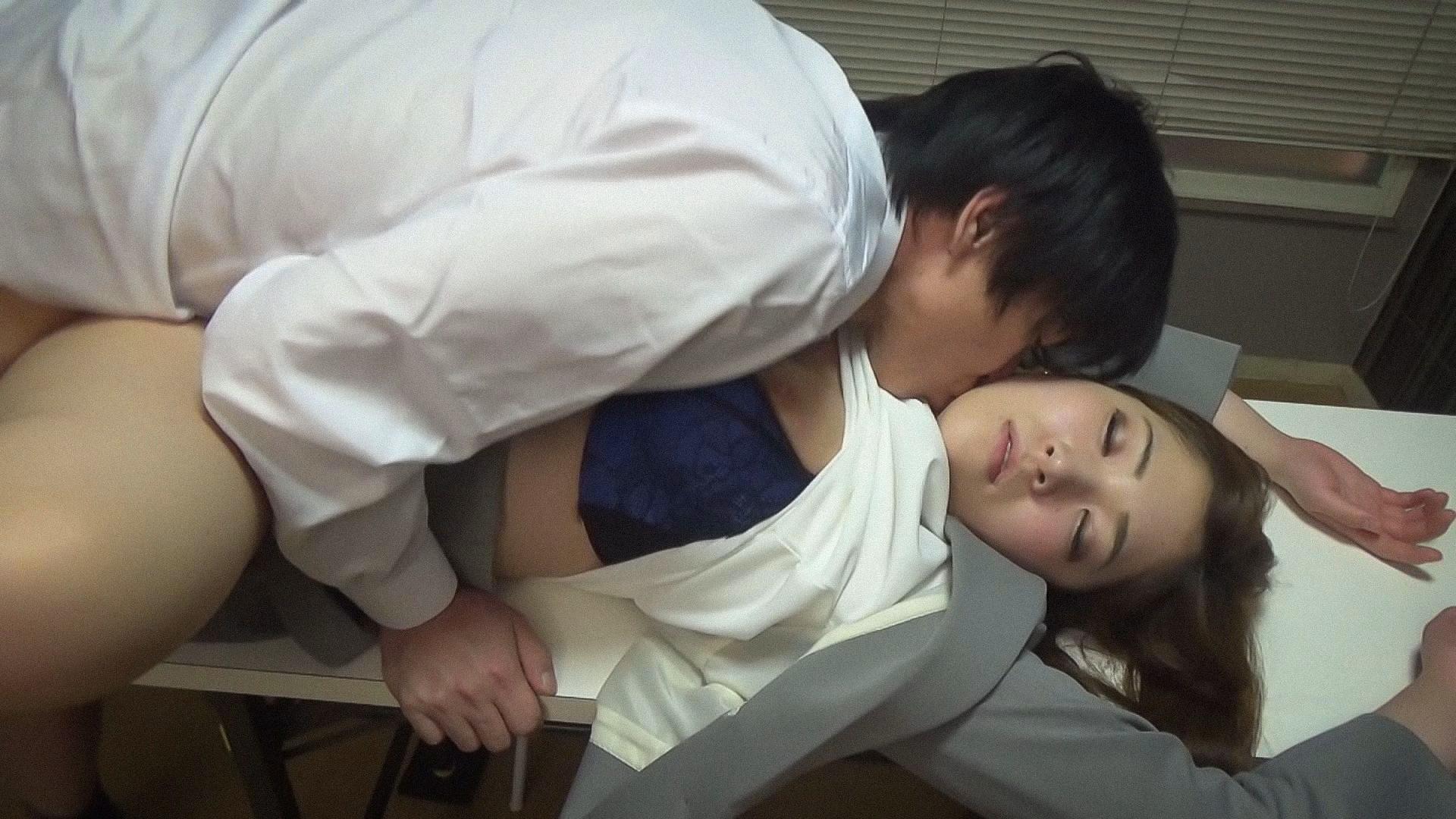 【CASE#1】就活面接に来た女子大生に睡〇薬入りのお茶を出した結果...!? 画像4