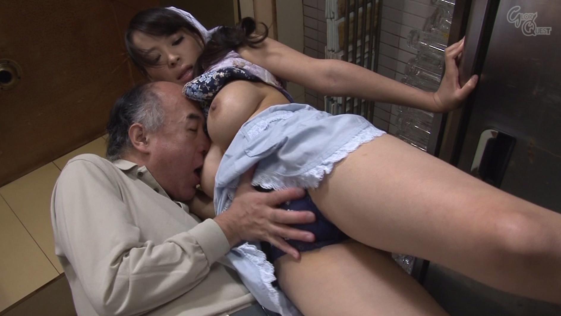 ベロチュー好きな巨乳人妻と中出しできる定食屋さん 春原未来 真木今日子 沖田奈々 画像15