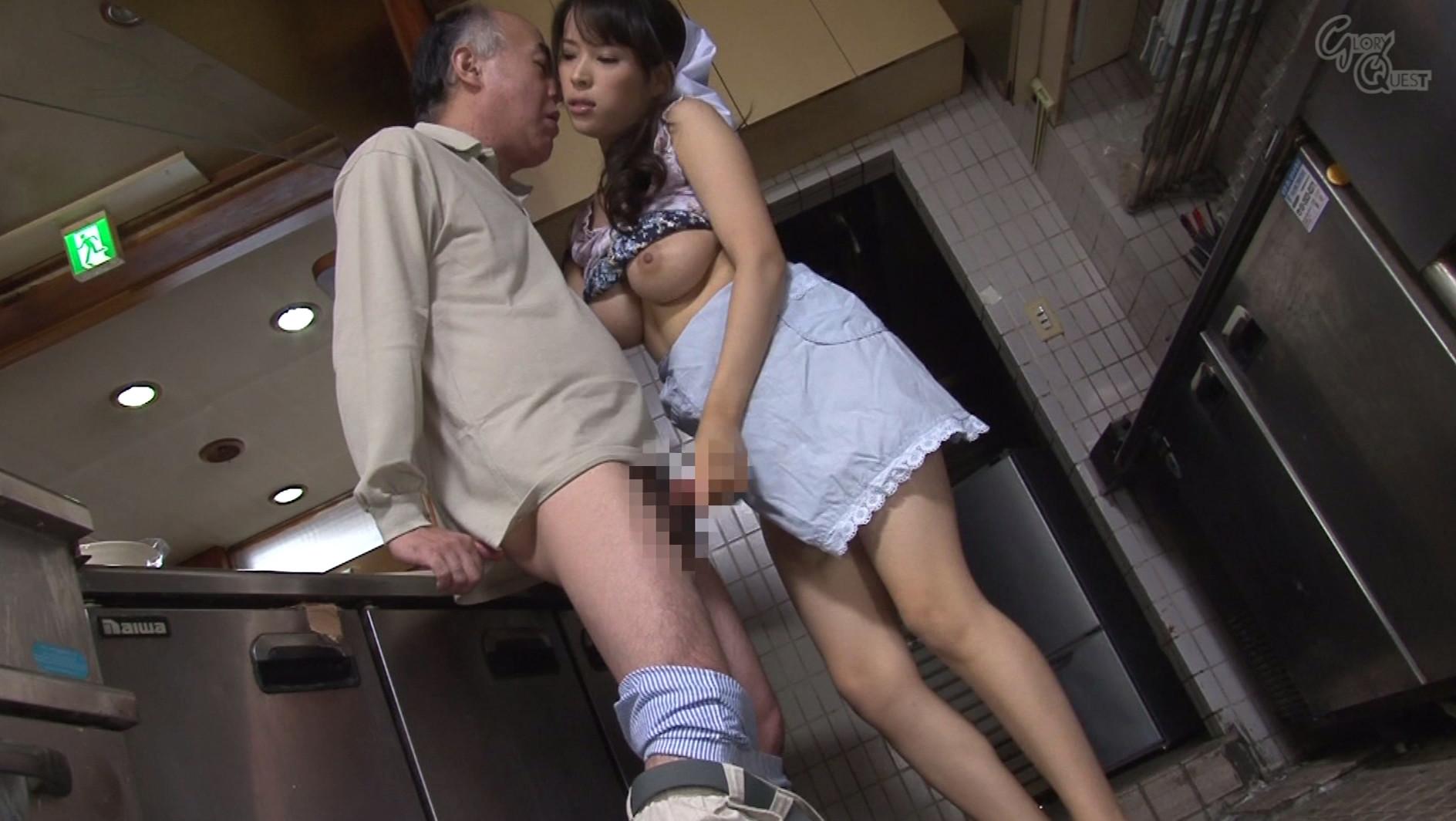 ベロチュー好きな巨乳人妻と中出しできる定食屋さん 春原未来 真木今日子 沖田奈々 画像19