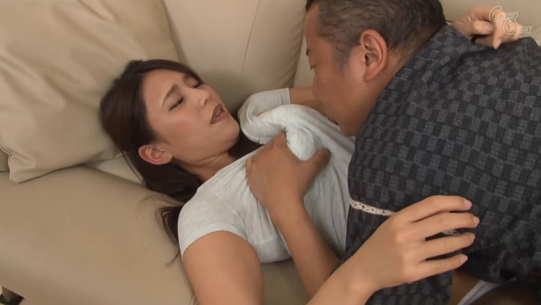 家庭内の至る場所で義父に初アナルを仕込まれる美人嫁 中尾芽衣子 画像5