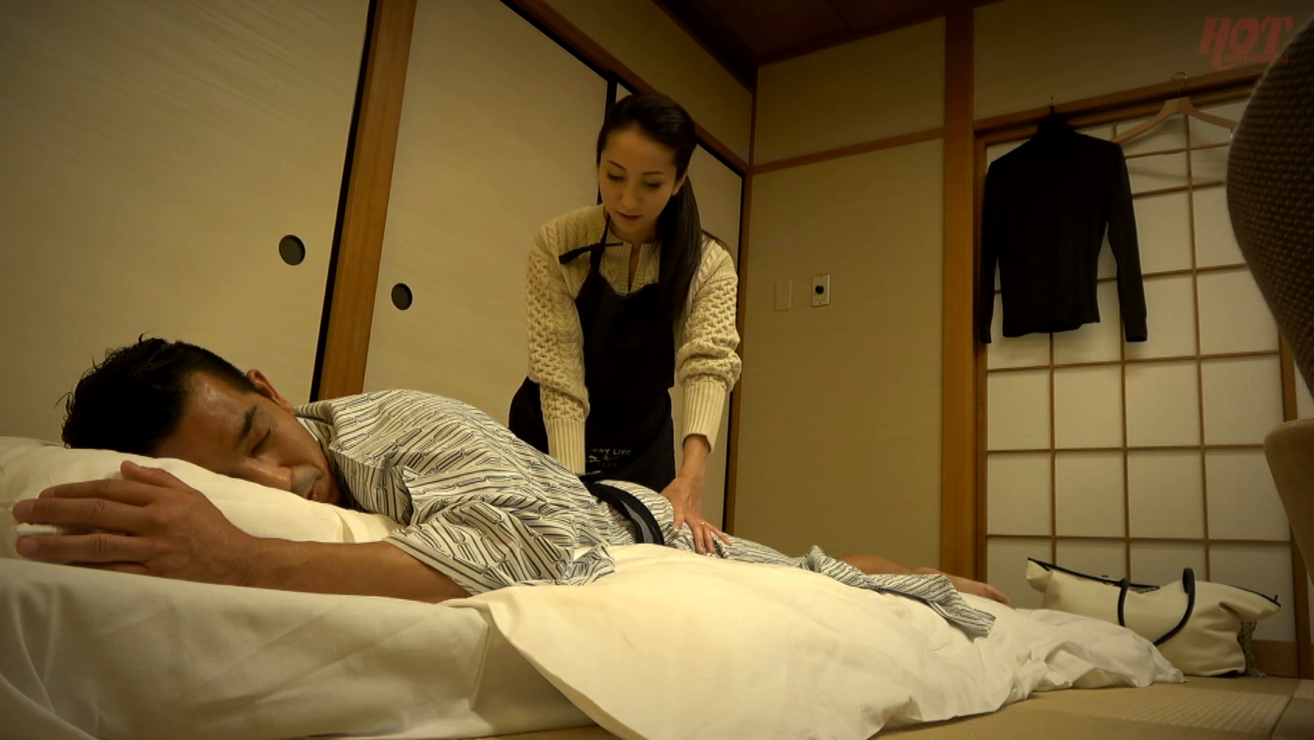 寝込みを襲われた民宿のおかみ 快楽堕ちした熟女の膣奥に濃厚射精