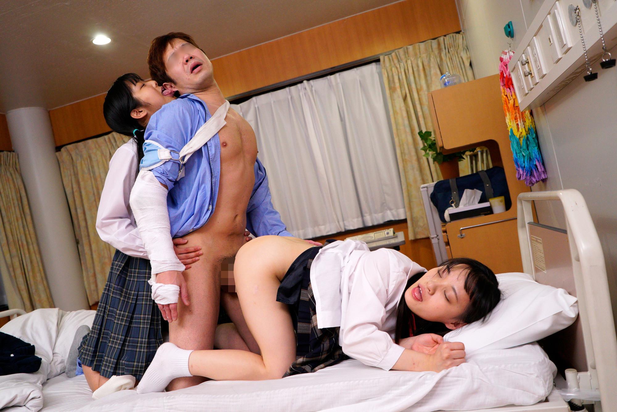 年上の兄が大好きな2人の妹は、兄が好きすぎて兄の全身を『舐めまわし誘惑』し、我慢できなくなった兄とイチャラブ3P生ハメセックス! 画像8
