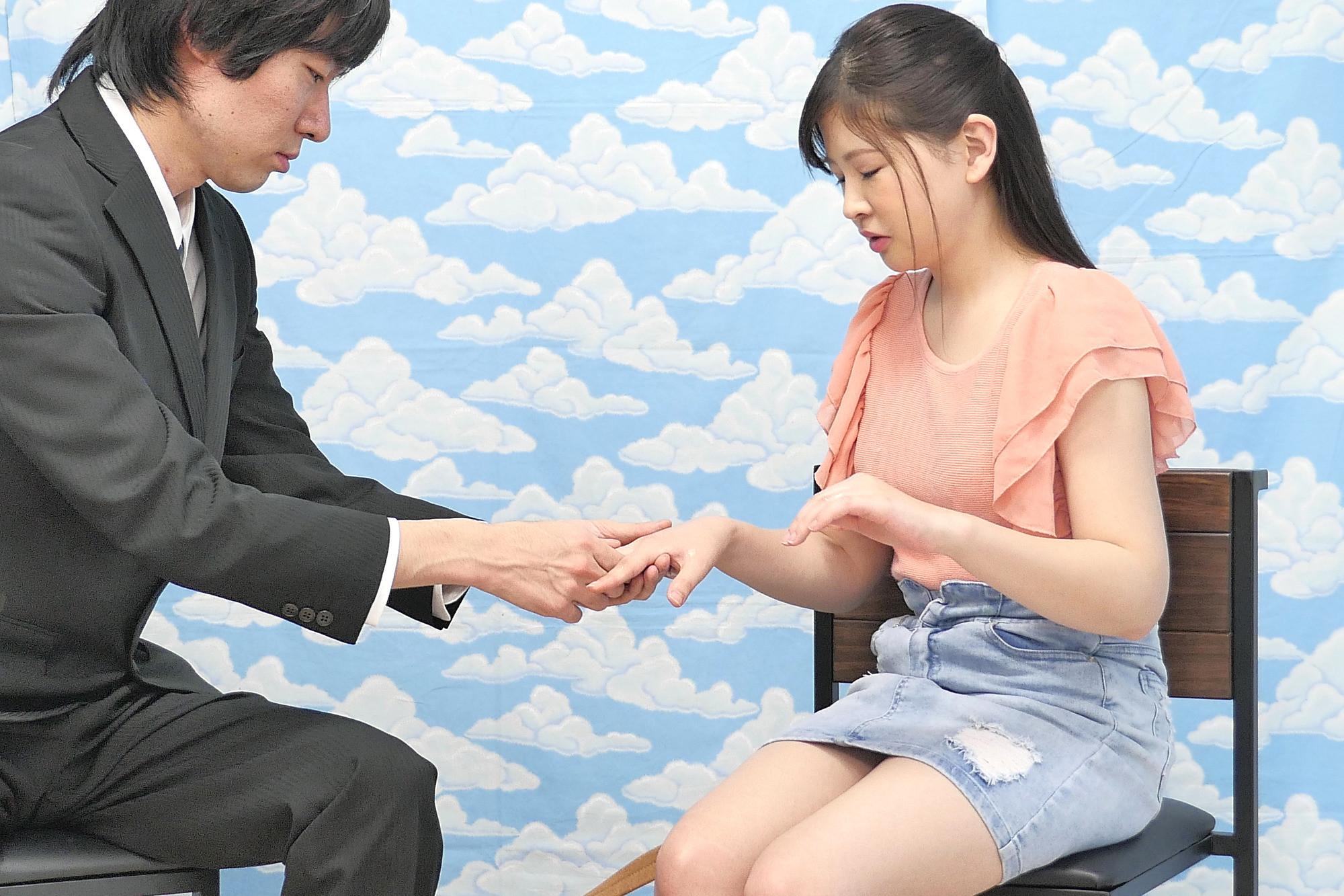 荻窪で見つけた超敏感女子大生がヌルヌル素股に挑戦!何度イッてもガン突きピストンで連続中出し!