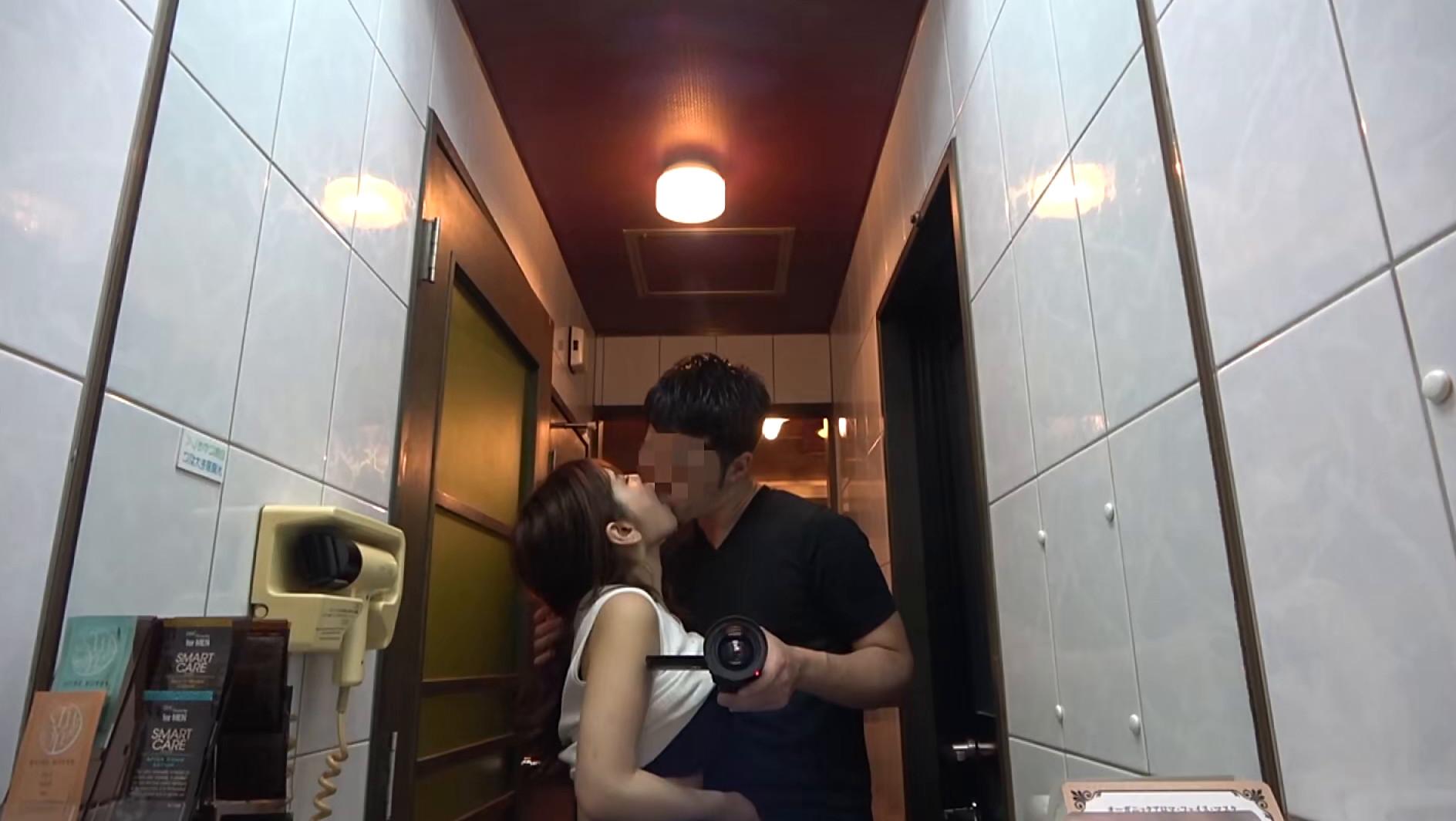 浮気に目覚めた人妻がホテルで浮気相手と濃厚SEX,のサンプル画像4