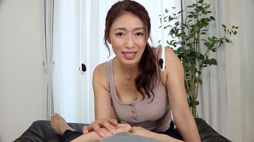ささやき淫語で誘惑する淫乱五十路妻 小早川玲子9