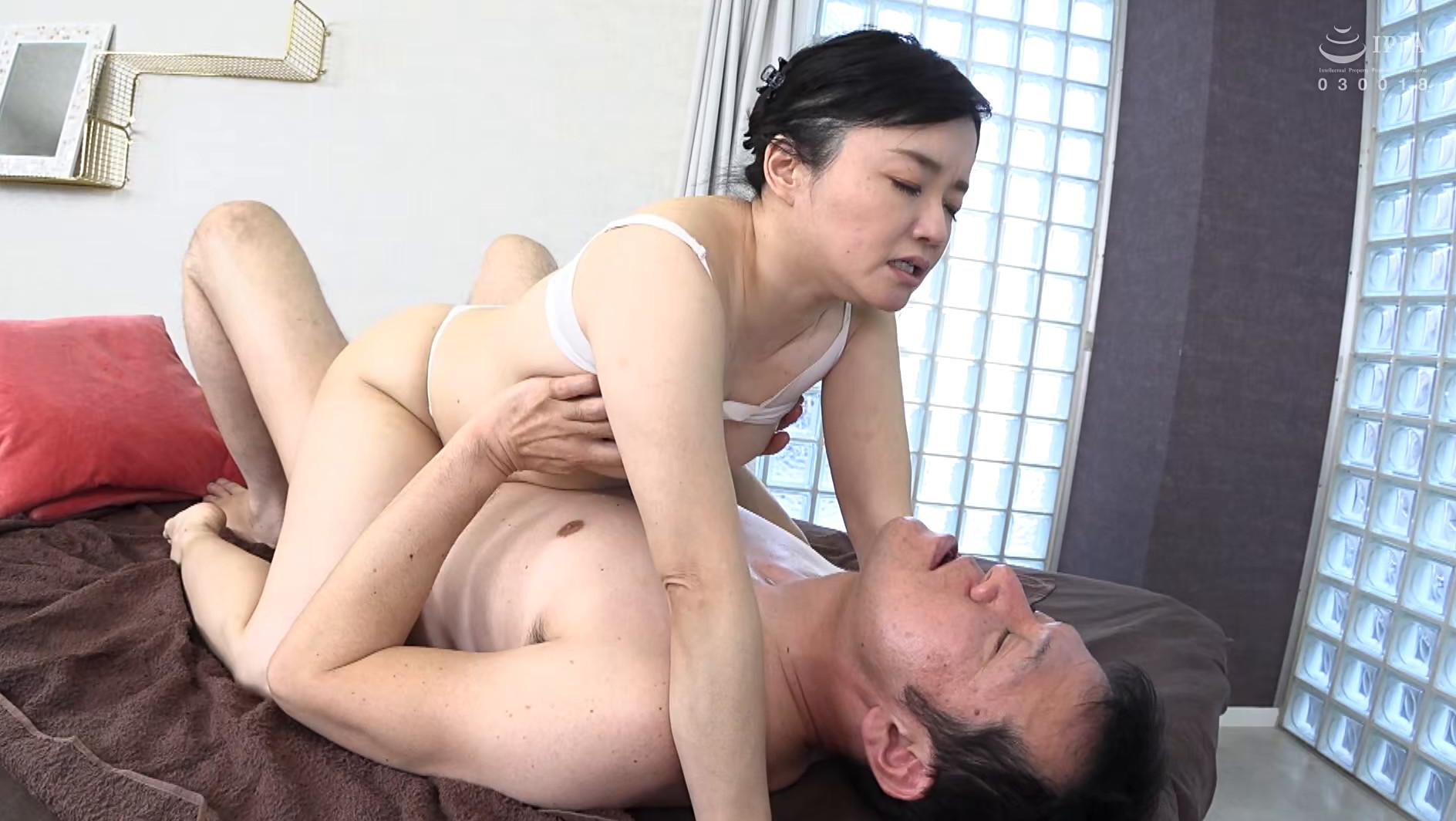 欲求不満五十路妻 近所にいそうなかわいらしい普通の奥様は潮をふきまくるドスケベ変態だった! 優子さん(52歳),のサンプル画像22