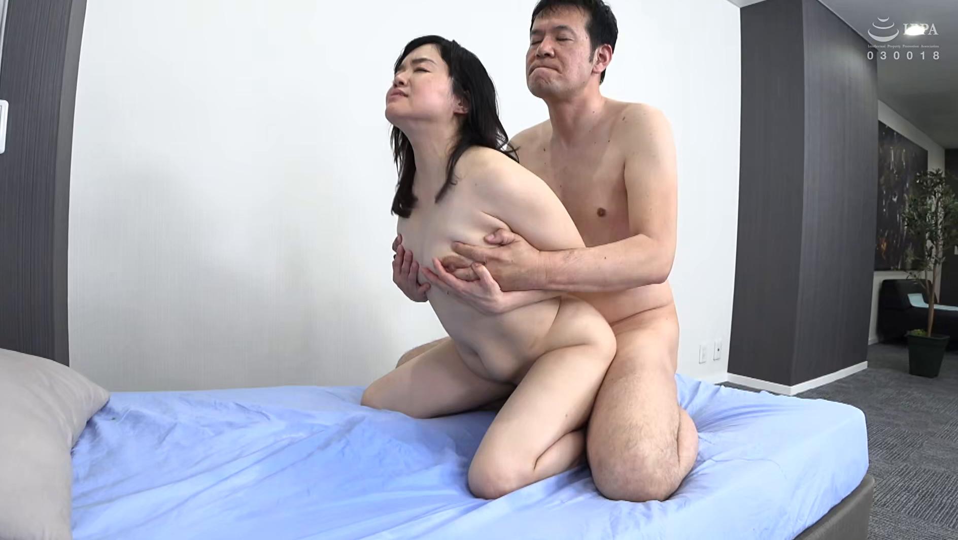 欲求不満五十路妻 近所にいそうなかわいらしい普通の奥様は潮をふきまくるドスケベ変態だった! 優子さん(52歳),のサンプル画像30