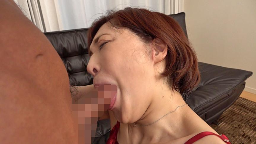 チ〇ポなしじゃ生きていけない・・・チ〇ポを見ると上の口でも下の口でもすぐに咥えちゃう潮吹き蛇舌熟女 普段の品性ある女性からの神豹変っぷりが凄すぎる 48歳カスミさん 画像2
