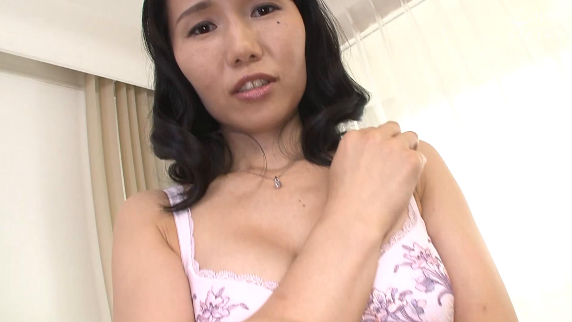 【四十路】かほる 43歳(初脱ぎ・静岡県在住・銀行員) 画像1