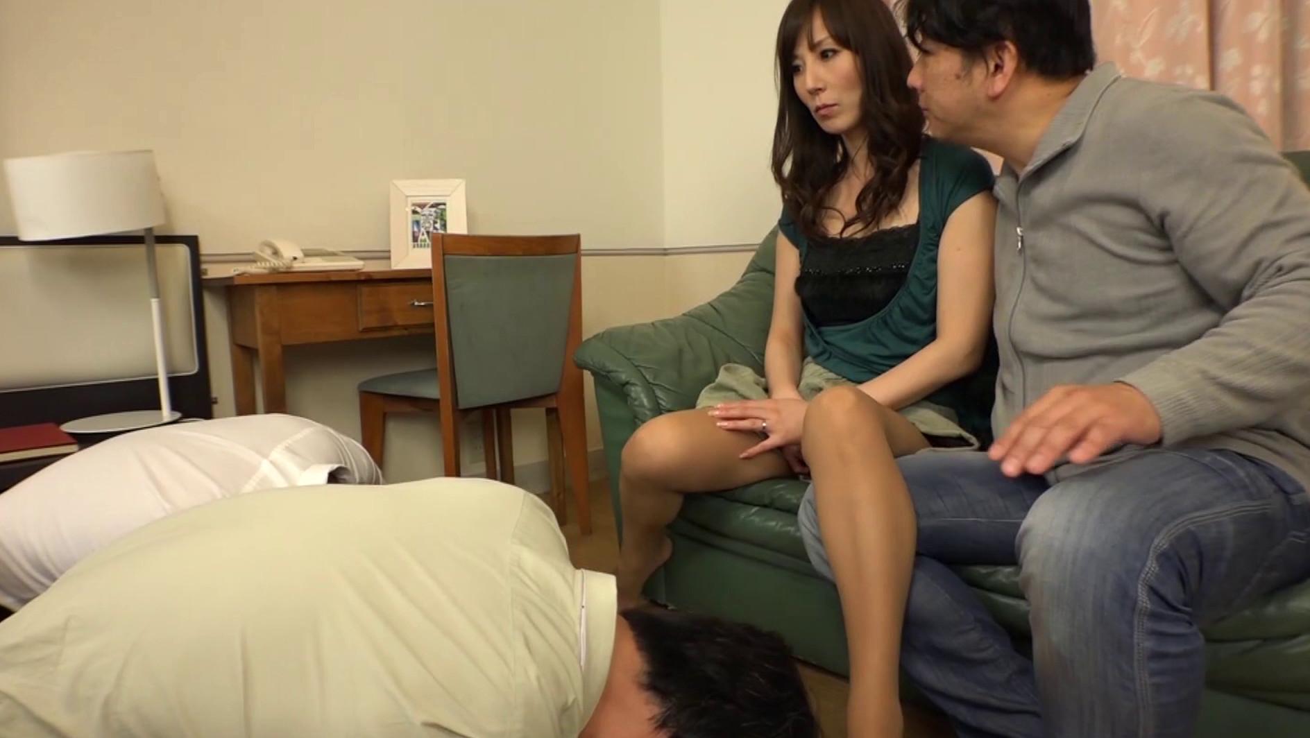 「俺の前で他のチ○ポを咥えろ!」私のオマ○コを見せつけ見ず知らずの男に中出しさせる私の夫 澤村レイコ 画像7
