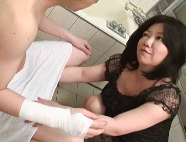 義母と息子の禁断家庭内淫欲 イケナイ事と知りつつも・・・ SP4 画像10