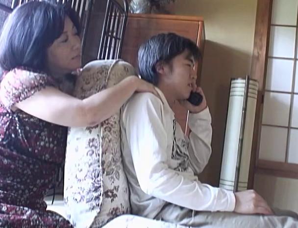 義母と息子の禁断家庭内淫欲 イケナイ事と知りつつも・・・ SP4 画像12