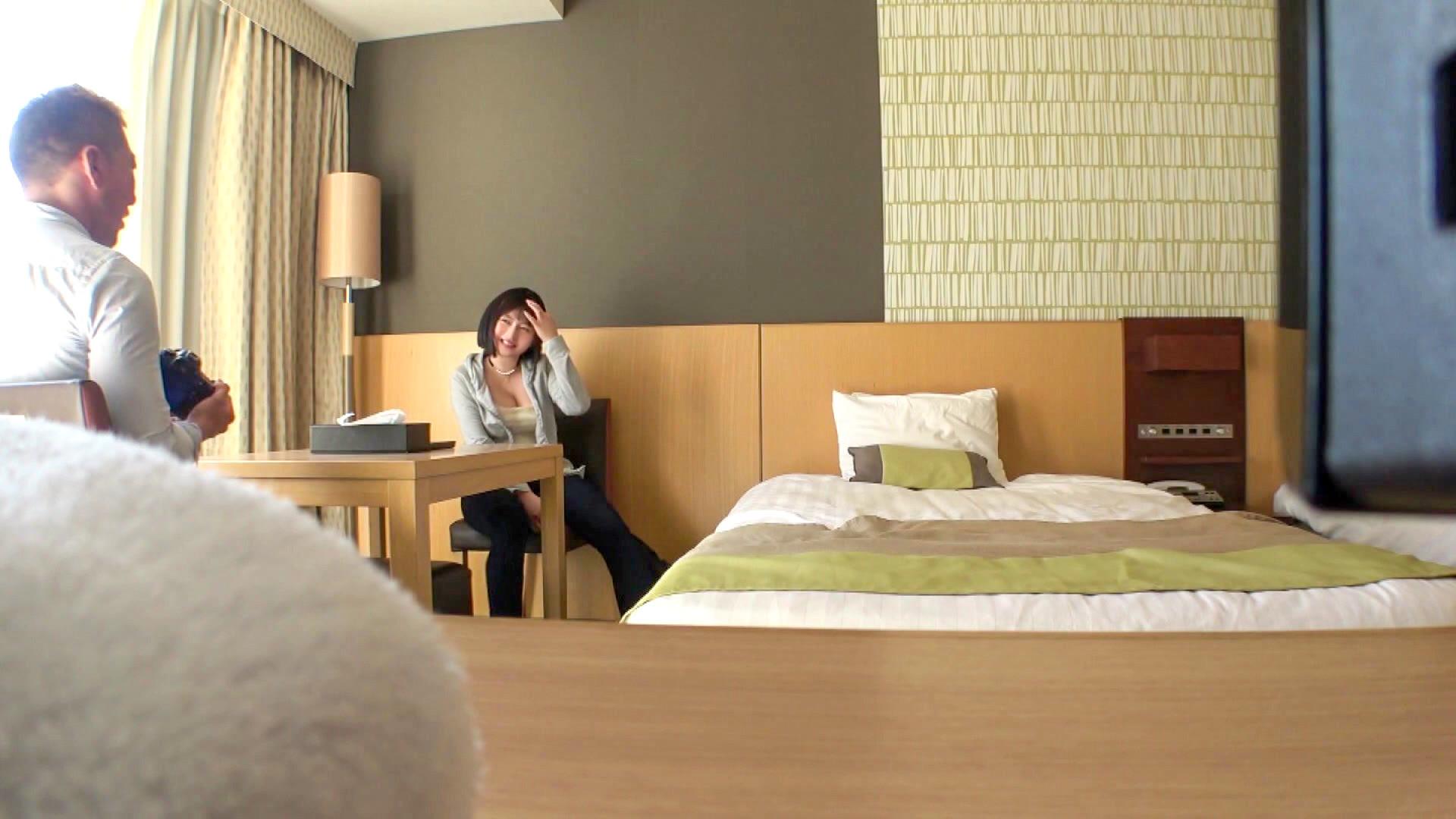 【個撮×Gカップレイヤー】ホテル撮影でバイブで悪戯したら大量潮吹き!ツンデレコスプレイヤーは絶対服従のいいなりメスに大変身ww極太ち〇ぽに快楽堕ちで痙攣が止まらない!