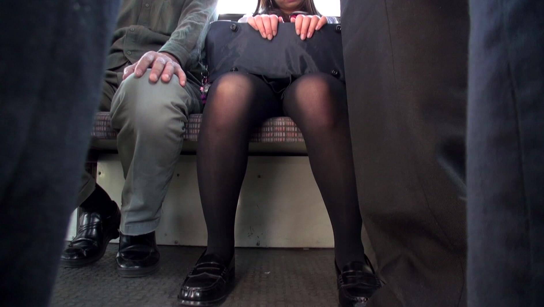 ストッキング女にターゲットを絞り集団バス痴漢!恐怖と快楽の境を失った女は幾度もイキまくり、ただの肉便器と化す! 画像2