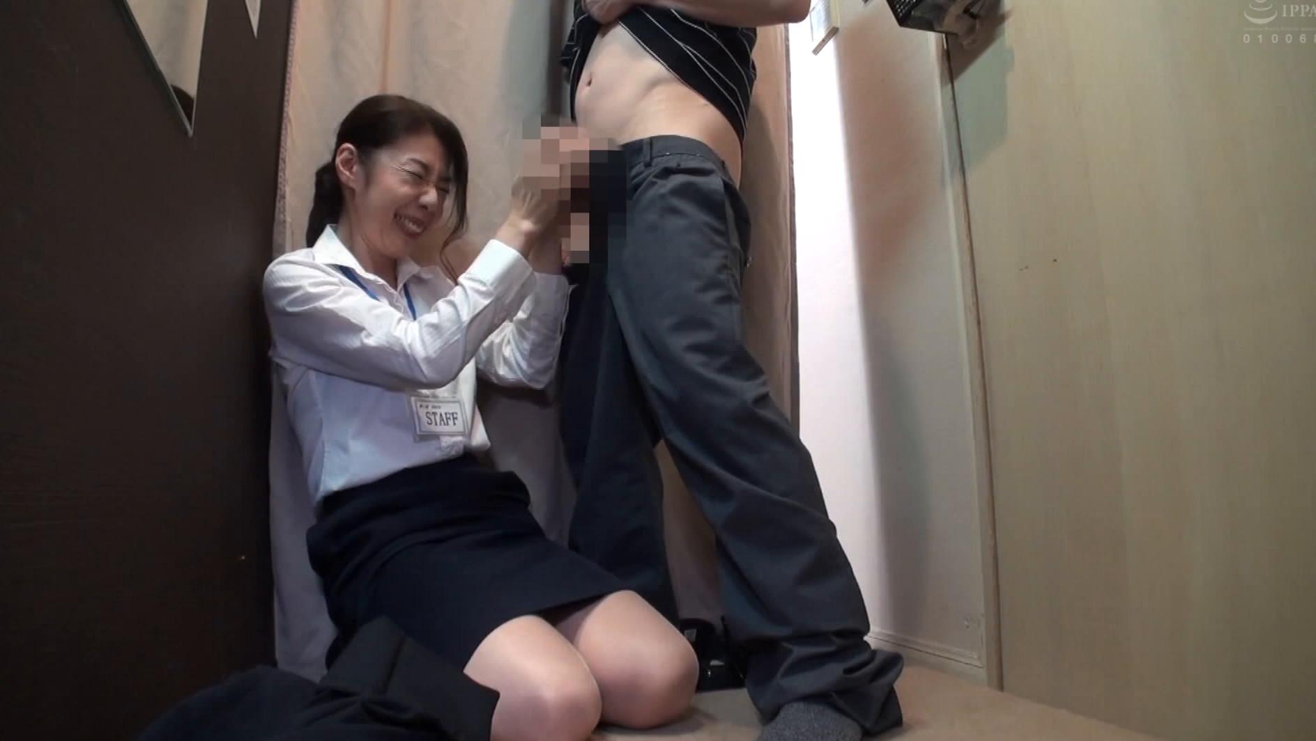 試着室で美熟女店員に勃起チ○ポを露出して裾上げ依頼 4時間