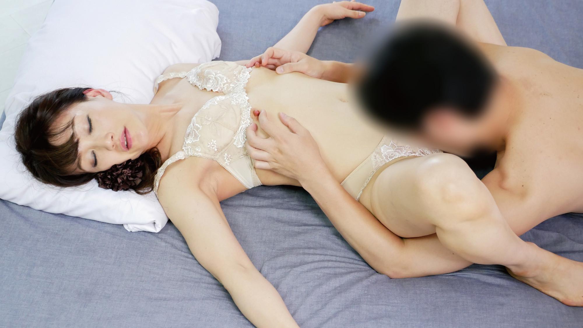 五十路現役ナース妻乳首コリコリ絶頂中出しセックス!! 画像1
