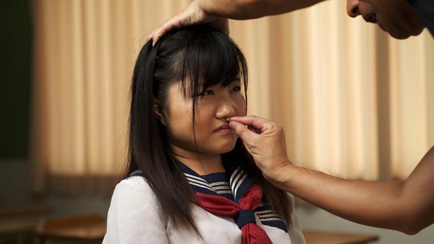 臭いチンカスち〇ぽの匂いに興奮し鼻コキする変態女 画像11