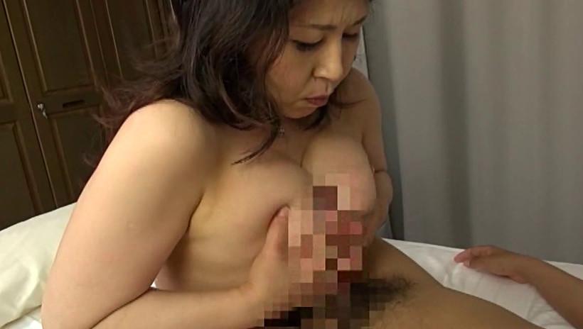 隣の巨乳な奥さん