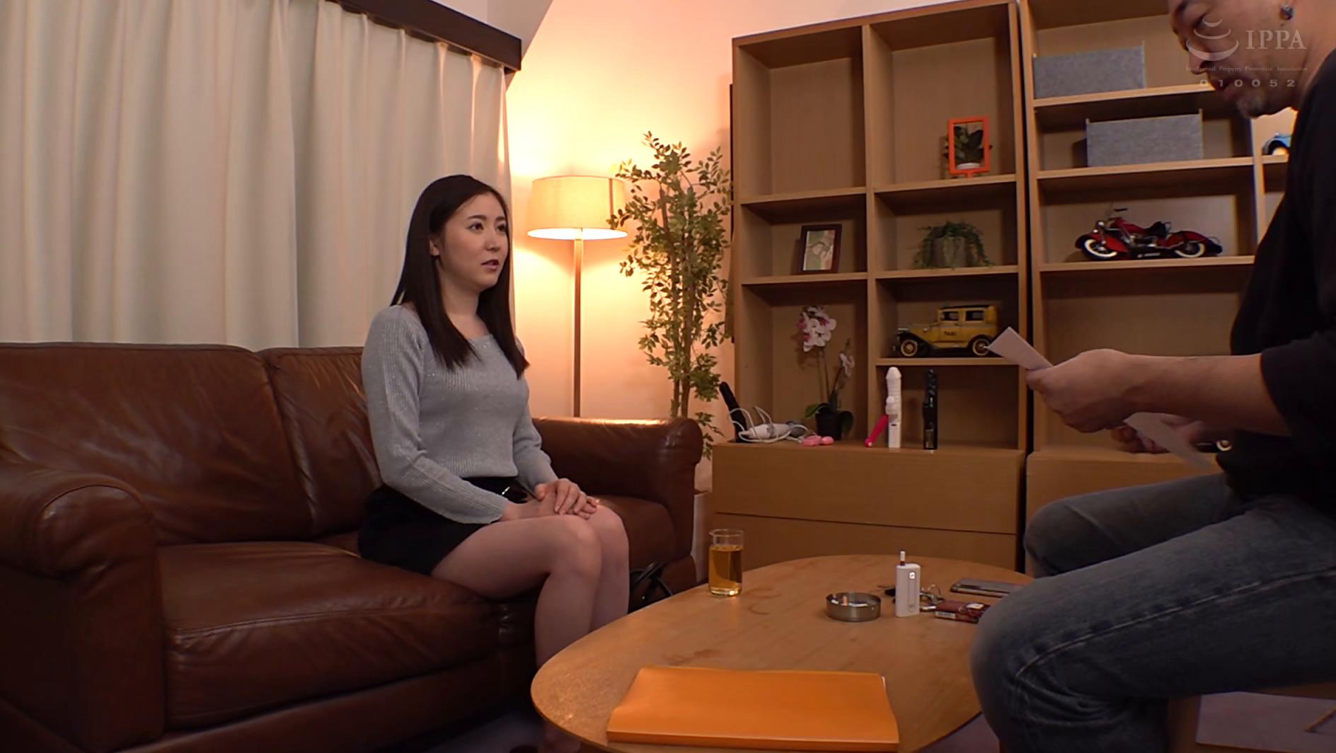 悪徳店長に騙された礼儀正しい女の風俗面接ドキュメント 東希美 画像1