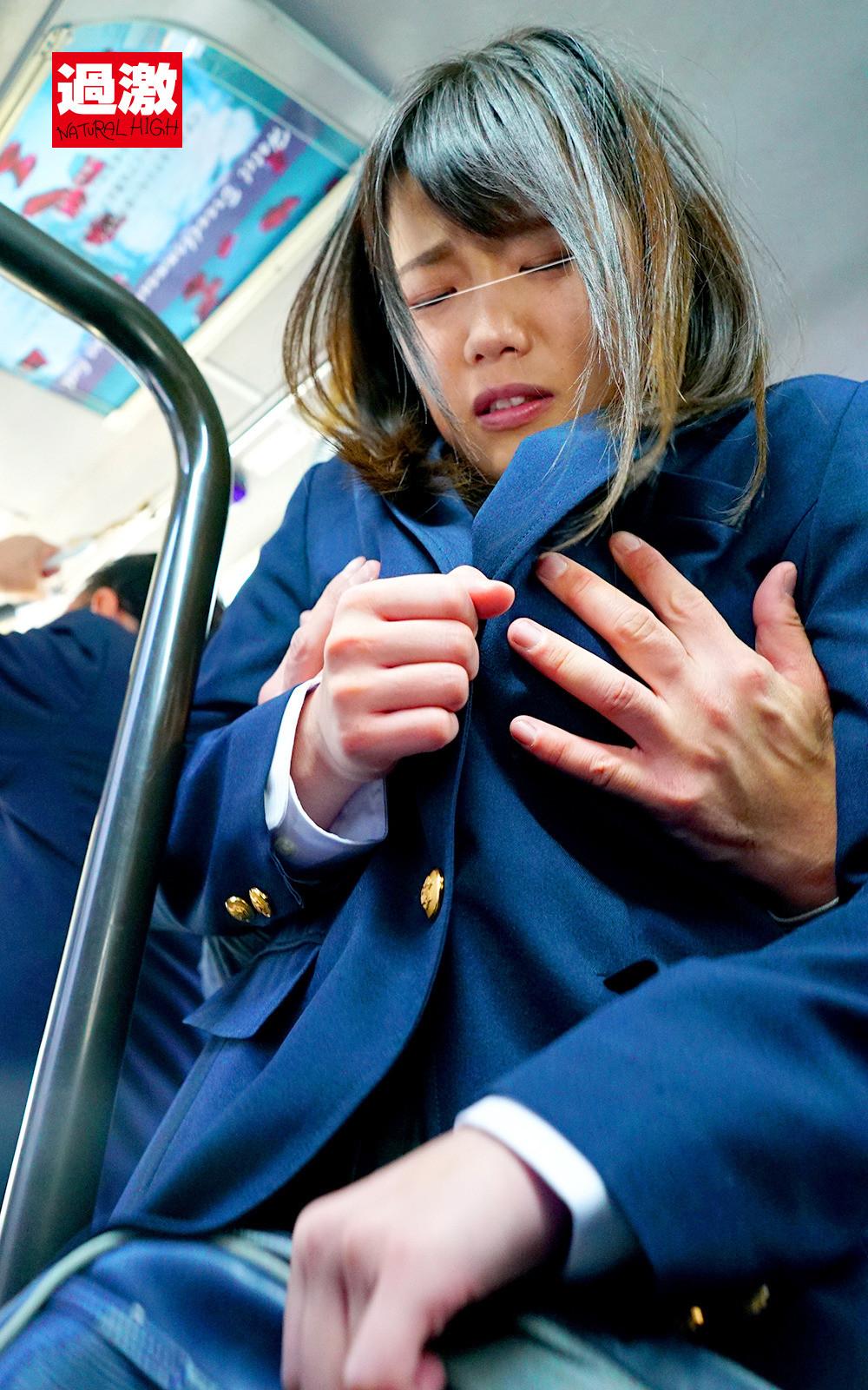 満員バスで背後から制服越しにねっとり乳揉み痴漢され腰をクネらせ感じまくる巨乳女子○生 10 画像1