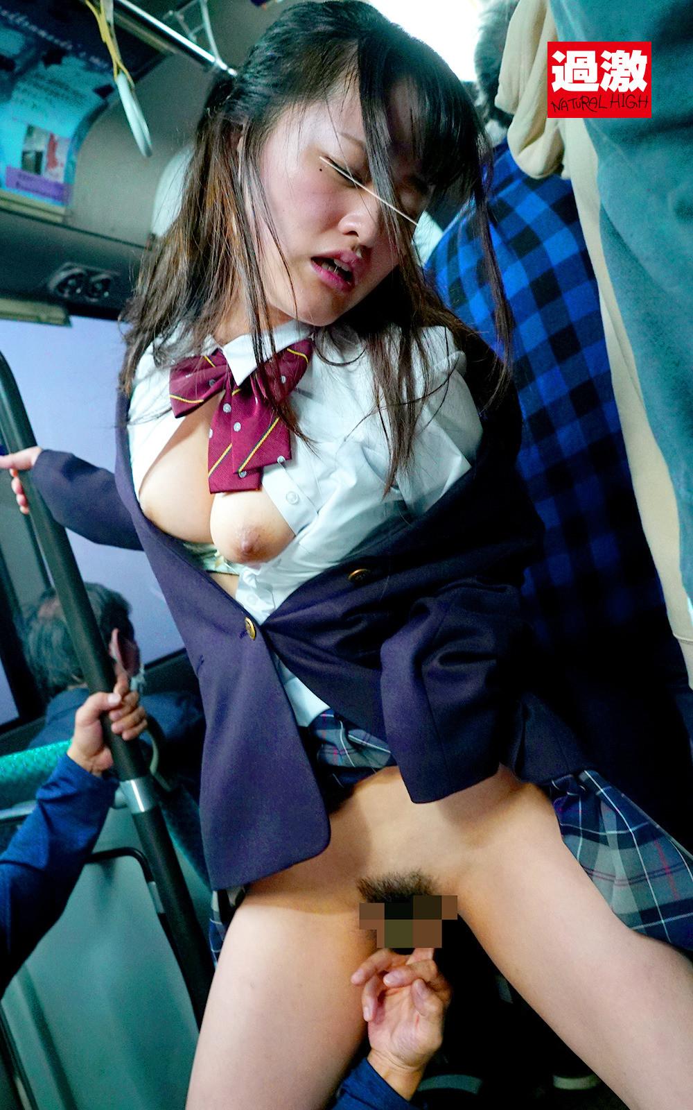 満員バスで背後から制服越しにねっとり乳揉み痴漢され腰をクネらせ感じまくる巨乳女子○生 10 画像13