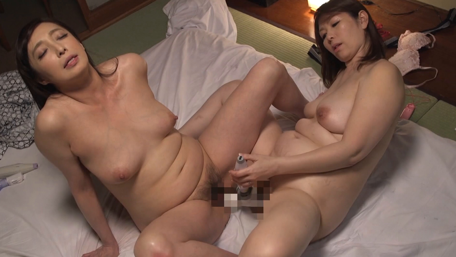 五十路レズビアン 美熟女たちの饗宴 絡み合う舌先と完熟マ●コ濃密性交,のサンプル画像6