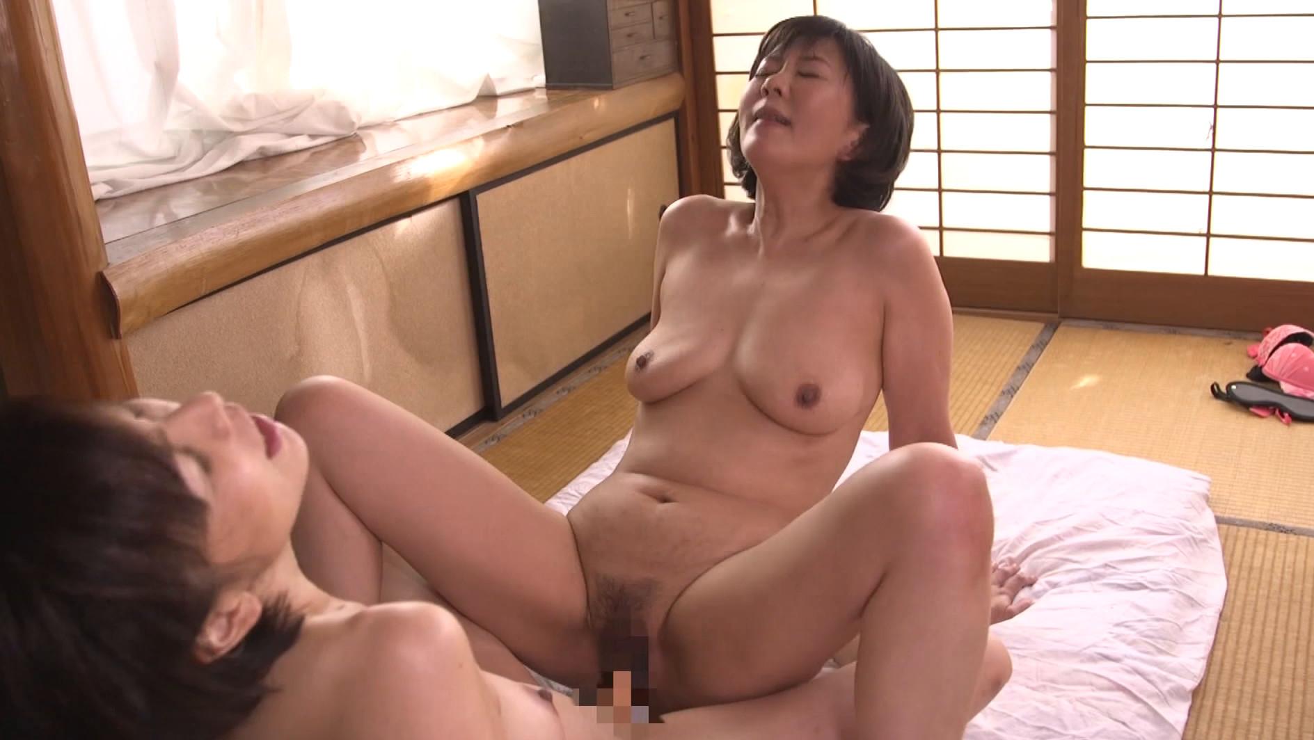 五十路レズビアン 美熟女たちの饗宴 絡み合う舌先と完熟マ●コ濃密性交,のサンプル画像20