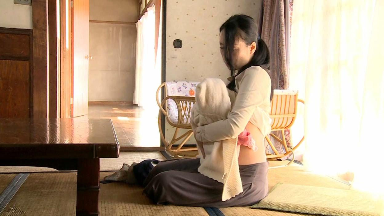 背徳の子持ち妻 母乳とストッキング 画像2