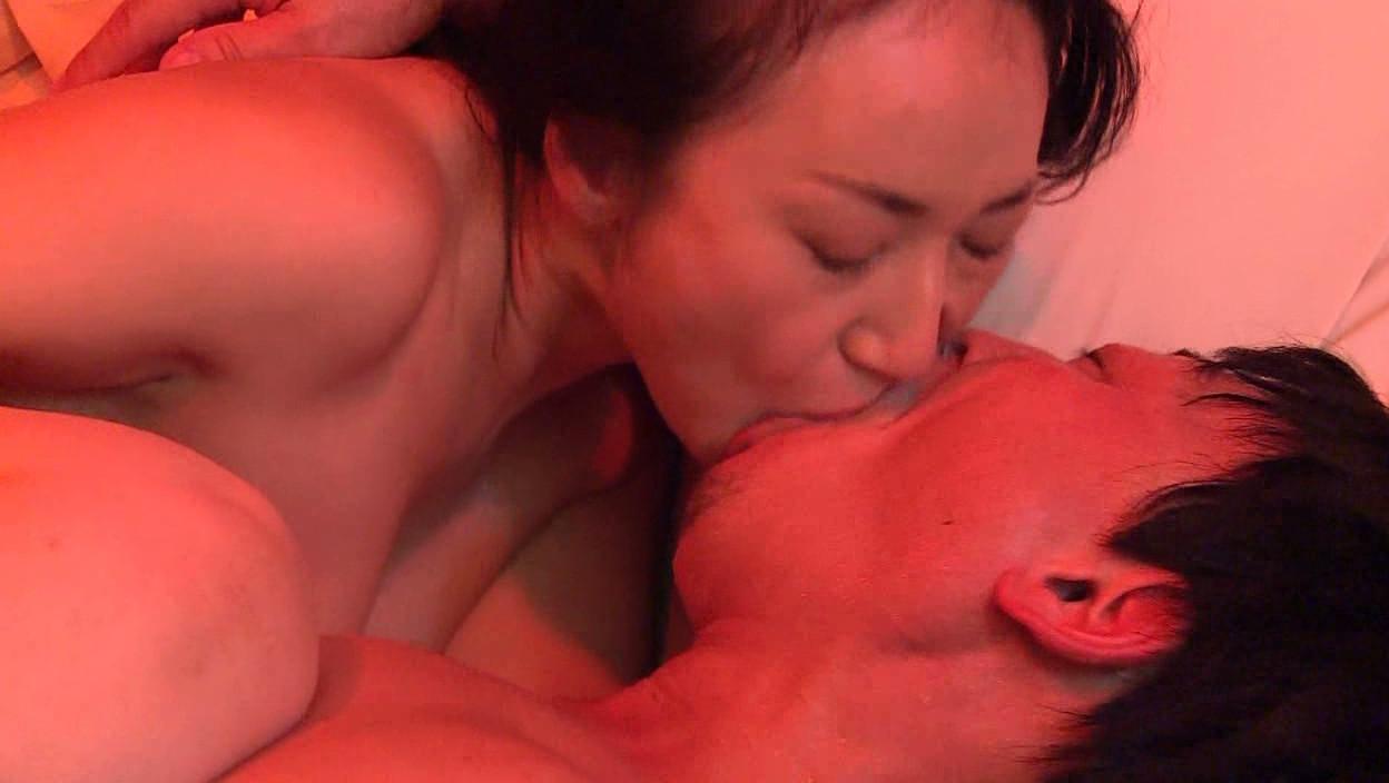 背徳の子持ち妻 母乳とストッキング 画像19