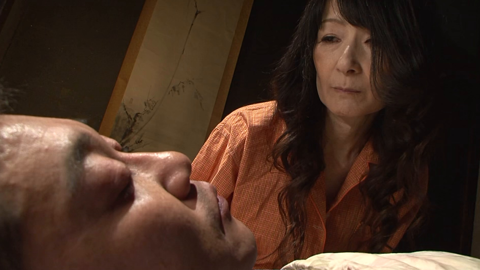 息子に夜這いし満たす五十路母 画像1